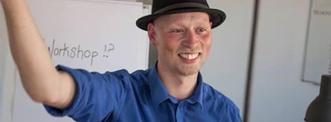 Hakon Ask Jensen gjorde god figur som workshopfacilitator til Coding Pirates udviklingsdag #2
