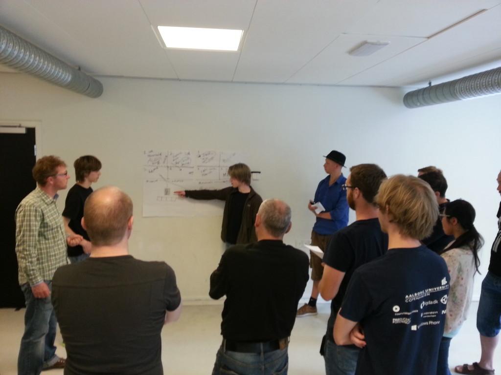Malte Drachmann pitcher idéen om et Coding Pirates-forløb der veksler mellem Minecraft og elektronik.