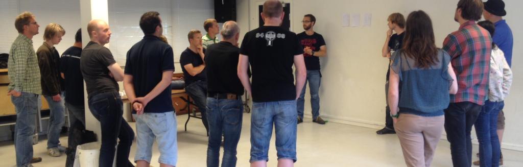 Per og Julian pitcher fremtidige Coding Pirates-forløb i python-workshoppen