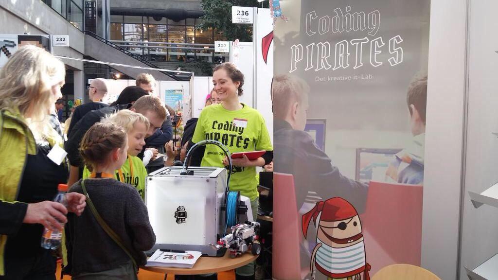 Eva Fog og Birk Emil fra Coding Pirates.