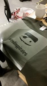 Logo rettet til og skåret ud på vinylcutter - og om lidt på Tshirt.