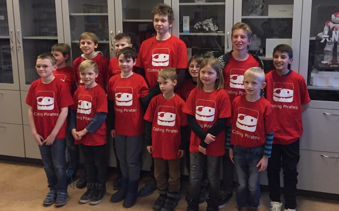 Broager Sparekasse støtter Coding Pirates med T-shirts
