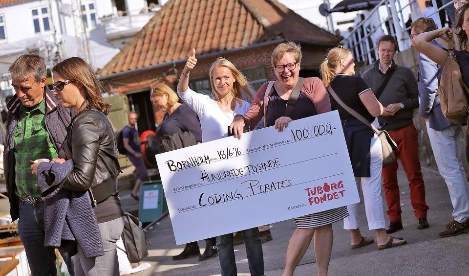 Tuborgfondet uddeler 100.000 kr til Coding Pirates, Lis Zacho tager imod prisen - Foto Mark Thyrring