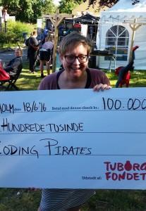Lis Zacho modtager prisen på 100.000 kr. til Coding Pirates Af Tuborgfondet - Foto Lis Zacho