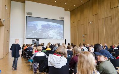Over 100 børn og unge tog på en virtuel rejse ud i rummet
